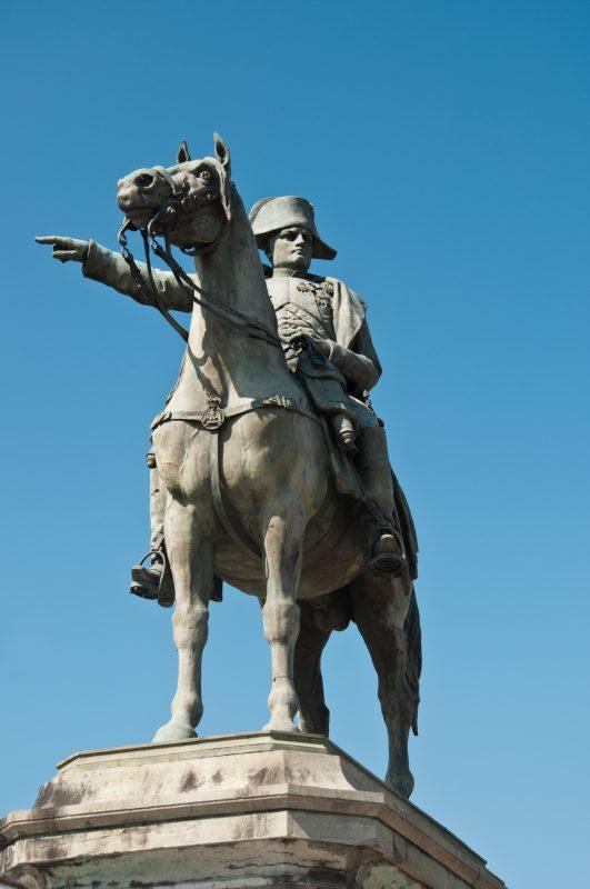 Statue Napoléon Montereau-Fault-Yonne © Pixarno / Adobe Stock